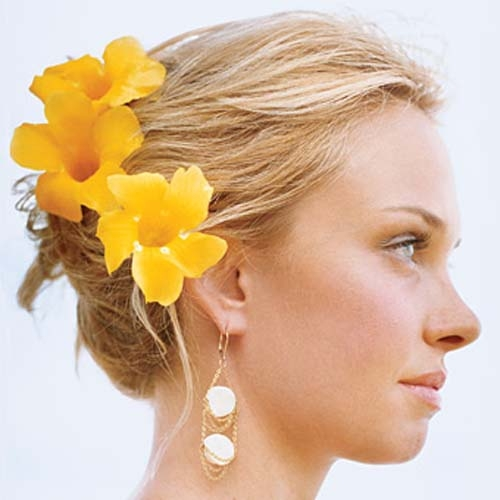 Если Вы хотите быстро и эффективно восстановить волосы после окрашивания, по возможности откажитесь от фена, «утюжка»